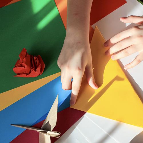 Zoom sur le contrecollage papier, une technique d'impression publicitaire haut de gamme